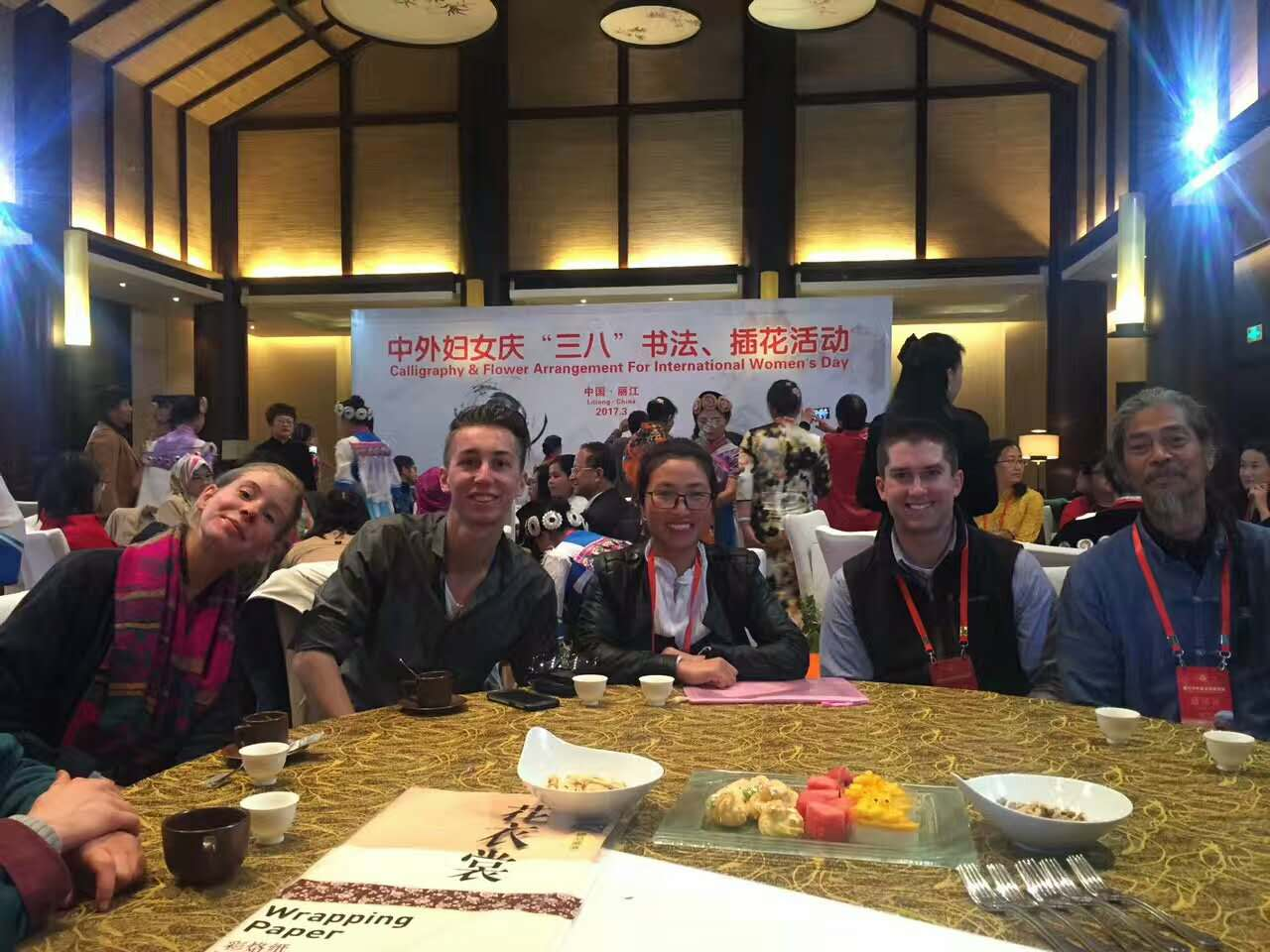 Taking part in the calligraphy and flower arrangement with friends from different countries in lijiang culture exchange festival