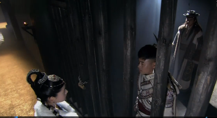 A Leqiu come to prison in Lijiang to talk to Muzeng and Mukun